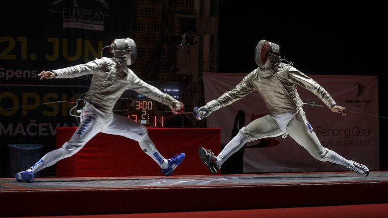 Россиянин Дмитрий ДАНИЛЕНКО (слева) во время поединка на чемпионате Европы. Фото AFP