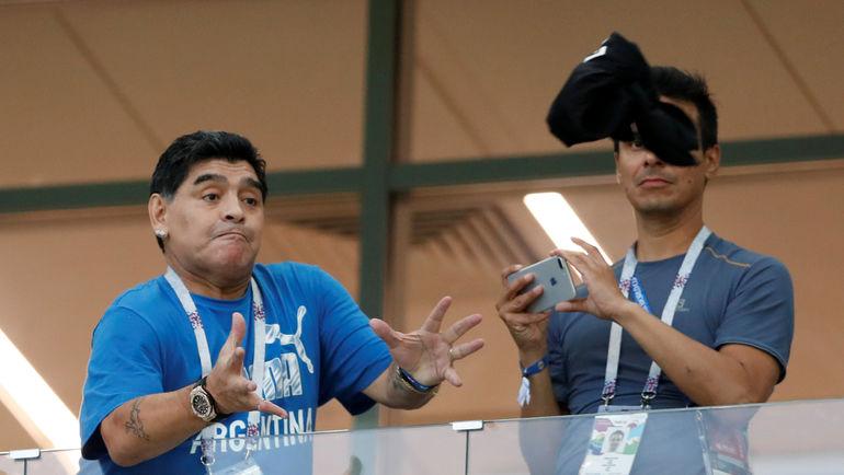 Четверг. Нижний Новгород. Аргентина - Хорватия - 0:3. Диего МАРАДОНА в ложе стадиона. Эта игра доведет его до слез. Фото REUTERS