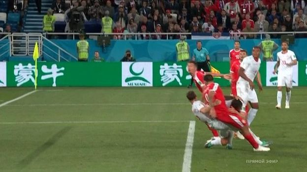 66-я минута матча Сербия - Швейцария.