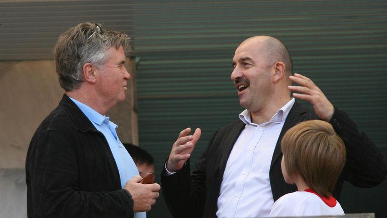 Август 2006 года. Москва. Гус ХИДДИНК (слева) и Станислав ЧЕРЧЕСОВ. Фото Александр ФЕДОРОВ, «СЭ»
