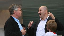 Август 2006 года. Москва. Гус ХИДДИНК (слева) и Станислав ЧЕРЧЕСОВ.