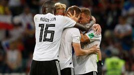 Суббота. Сочи. Германия – Швеция – 2:1. 90+5-я минута. Немцы праздную победный гол.