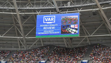 Что нат-ВАР-или Коллина и Бузакка?! Судьи ошибаются – ФИФА молчит