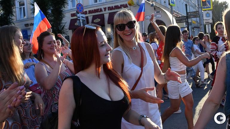 Воскресенье. Самара. Народные гулянья в городе перед матчем Россия - Уругвай.