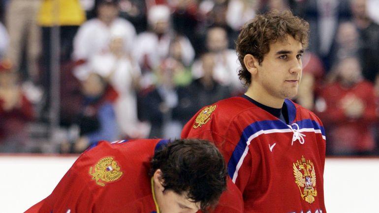 Сергей ОГОРОДНИКОВ (справа, слева - Евгений МАЛКИН). Фото REUTERS