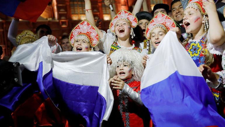 Болельщики сборной России на Никольской улице в Москве. Фото REUTERS