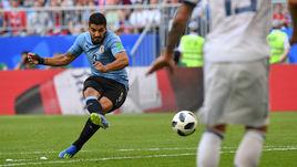 Понедельник. Самара. Уругвай - Россия - 0:3. 10-я минута. Луис СУАРЕС открывает счет ударом со штрафного.