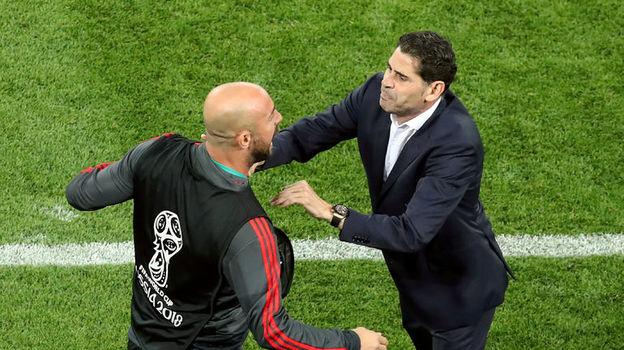Понедельник. Калининград. Испания - Марокко - 2:2. Фернандо ЙЕРРО (справа) и Пепе РЕЙНА. Фото Reuters