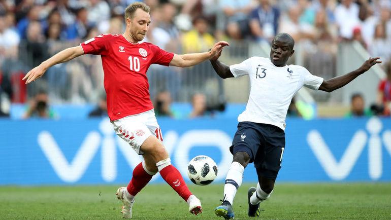 Вторник. Москва. Дания - Франция - 0:0. Кристиан ЭРИКСЕН (слева) против Нголо КАНТЕ. Фото Reuters
