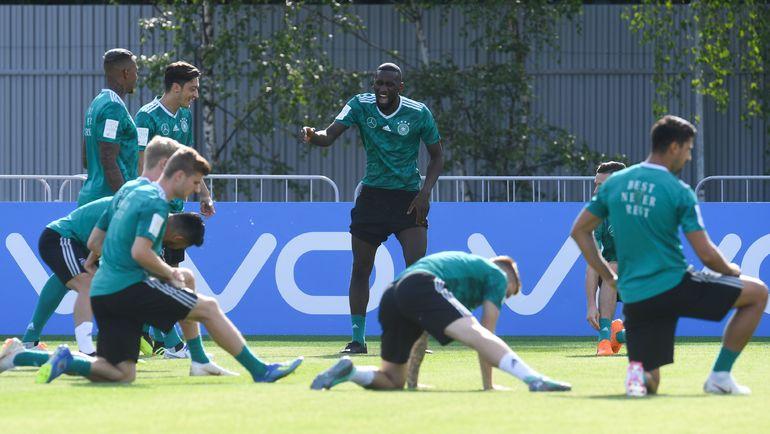 Понедельник. Ватутинки. Веселая атмосфера на тренировке немцев. Фото AFP