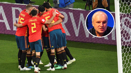 Понедельник. Калининград. Испания - Марокко - 2:2. Игроки сборной Испании празднуют забитый гол.
