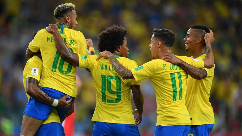 """Среда. Москва. Сербия - Бразилия - 0:2. 36-я минута. Бразильцы отмечают первый гол. Фото Александр ФЕДОРОВ, """"СЭ"""""""