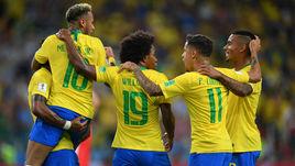 Среда. Москва. Сербия - Бразилия - 0:2. 36-я минута. Бразильцы отмечают первый гол.