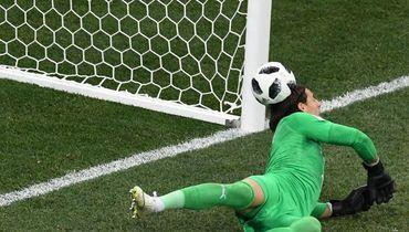 Рикошет дня! Мяч от головы Зоммера влетает в ворота Швейцарии