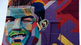 Нарисованный Криштиану Роналду ждет Лео Месси в Казани.