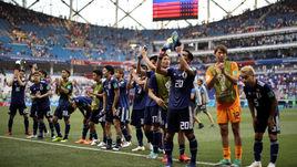 Сегодня. Волгоград. Япония – Польша – 0:1. Японцы благодарят своих болельщиков.