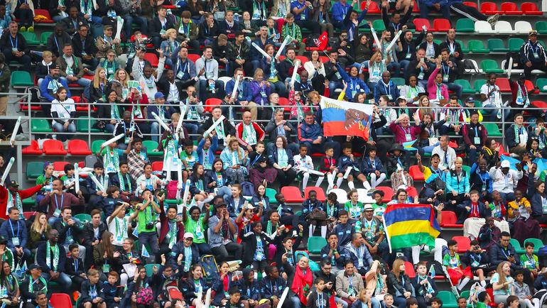 На трибунах сотни зрителей активно и громко поддерживали участников. Фото media.footballforfriendship.com