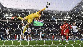 Четверг. Калининград. Англия - Бельгия - 0:1. 51-я минута. Аднан Янузай (за кадром) забивает победный гол в ворота Джордана ПИКФОРДА.