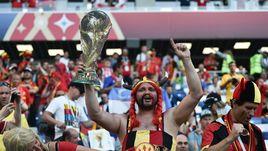 """Четверг. Калининград. Англия - Бельгия - 0:1. На матче присутствовал """"Обеликс""""."""