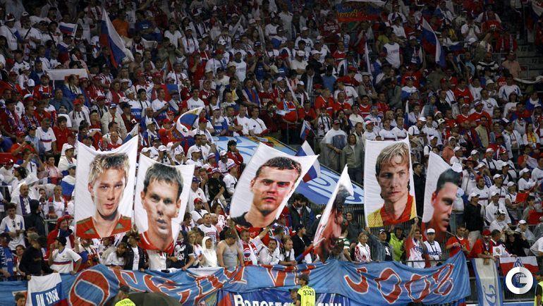 10 июня 2008 года. Инсбрук. ЧЕ-2008. Испания - Россия - 4:1. Болельщики сборной России желают игрокам удачи в стартовом матче турнира.