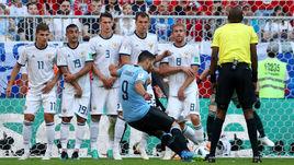 Понедельник. Самара. Уругвай - Россия - 3:0. 10-я минута. Луис СУАРЕС точным ударом со штрафного открывает счет.