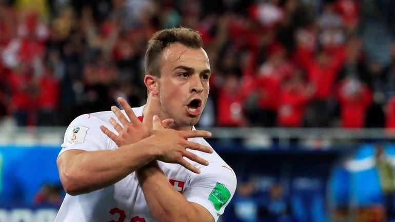 22 июня. Калининград. Сербия - Швейцария - 1:2. Джердан ШАЧИРИ празднует забитый мяч. Фото REUTERS