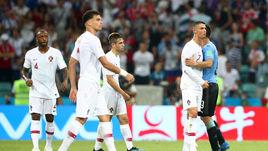 Суббота. Сочи. Уругвай - Португалия - 2:1. Криштиану РОНАЛДУ (справа) и партнеры.