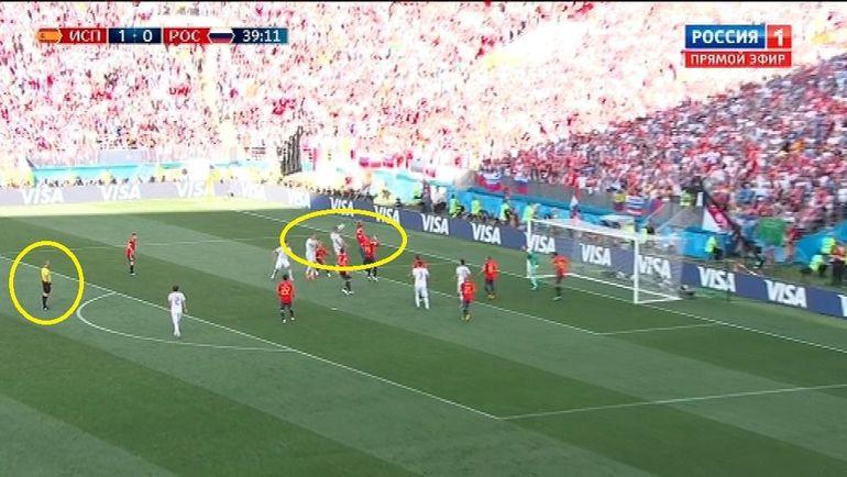 Испания - Россия: момент с назначением пенальти.