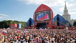 1 июля. Москва. Фан-зона на Воробьевых горах во время матча Испания - Россия.