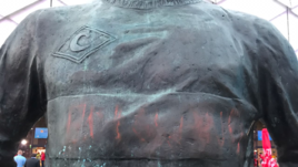 "Вандал написали на памятнике Федору Черенкову ""Англия""."