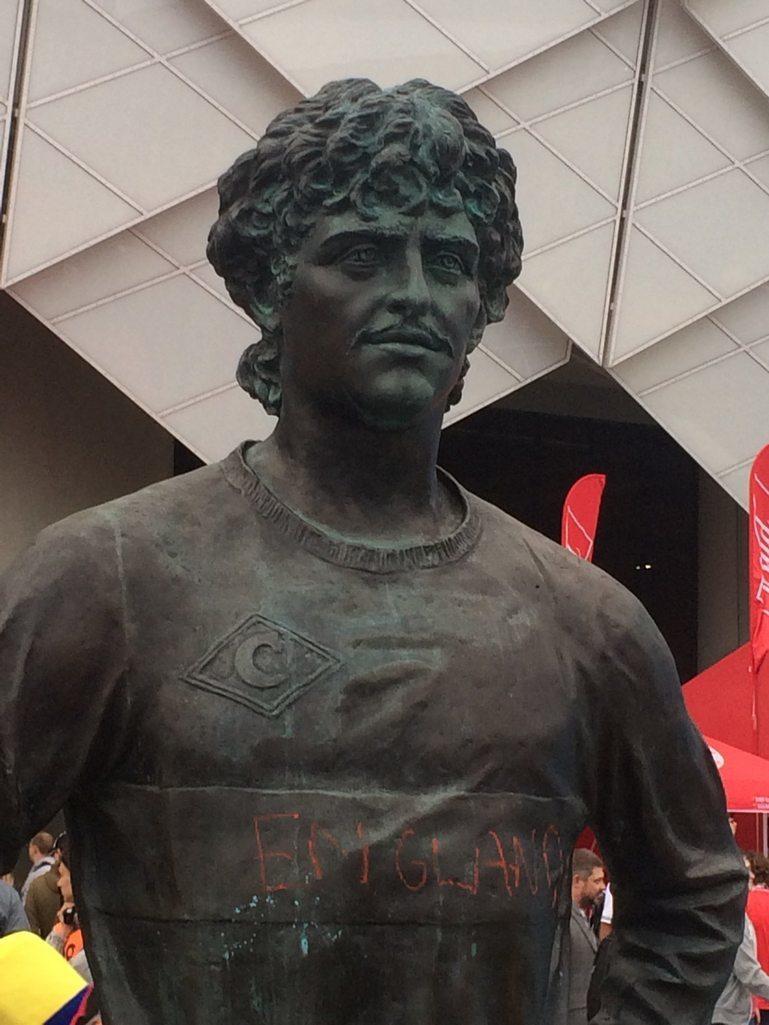 Русскому футболисту памятник при жизни в испании