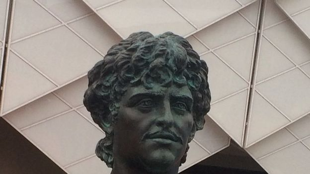"Вандал написали на памятнике Федору Черенкову ""Англия"". Фото twitter.com"