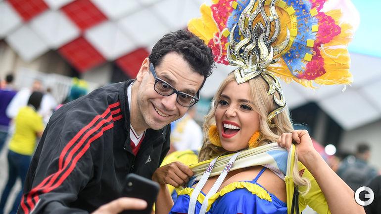 Вторник. Москва. Тушино. Колумбия - Англия - 1:1, пенальти - 3:4. Очаровательные болельщицы сборной Колумбии с удовольствием делились своей красотой перед матчем.