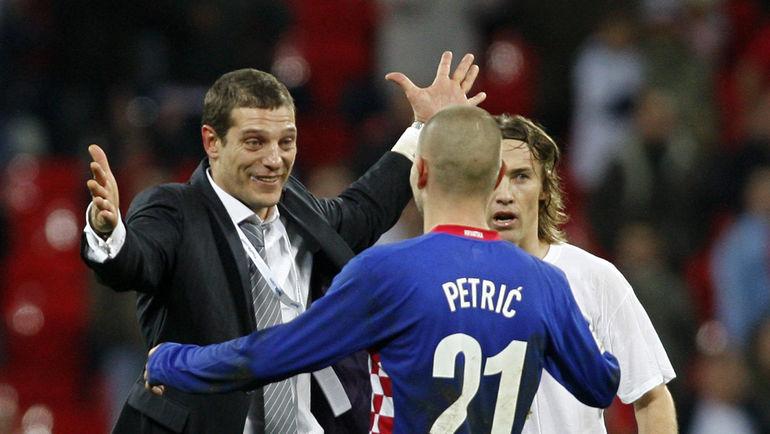 21 ноября 2007 года. Лондон. Англия - Хорватия - 2:3. Славен БИЛИЧ (слева) и автор победного гола в ворота англичан Младен ПЕТРИЧ. Фото AFP