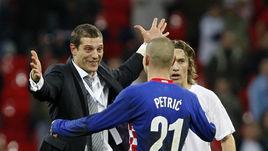 21 ноября 2007 года. Лондон. Англия - Хорватия - 2:3. Славен БИЛИЧ (слева) и автор победного гола в ворота англичан Младен ПЕТРИЧ.