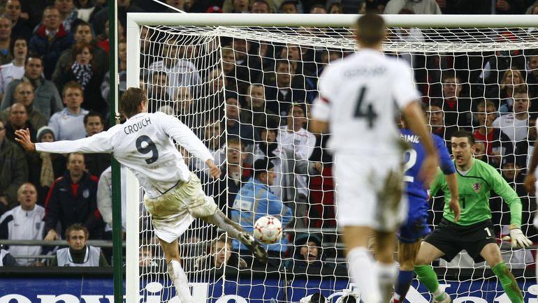 21 ноября 2007 года. Лондон. Англия - Хорватия - 2:3. 65-я минута. Питер КРАУЧ (№ 9) сравнивает счет. Фото Reuters
