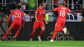 3 июля. Москва. Колумбия - Англия - 1:1, пенальти - 3:4. Харри КЕЙН (в центре) празднует забитый мяч.