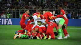 Вторник. Москва. Тушино. Колумбия - Англия - 1:1, пенальти - 3:4. Футболисты сборной Англии празднуют победу.