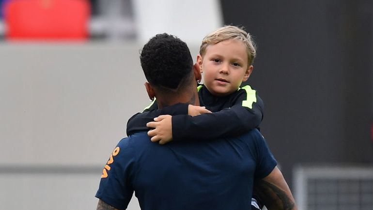 Сегодня. Сочи. Тренировка сборной Бразилии. НЕЙМАР и его сын Дави Лукка.