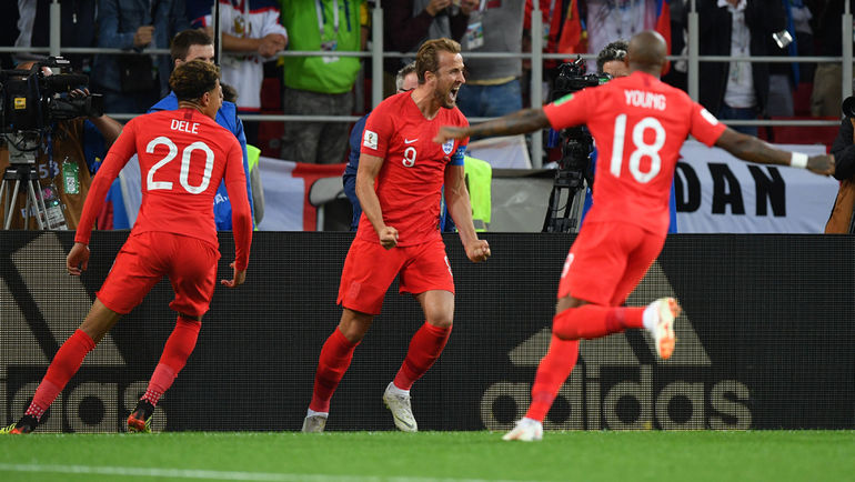 "Вторник. Москва. Тушино. Колумбия - Англия - 1:1, пенальти - 3:4. Харри КЕЙН (в центре) празднует забитый мяч. Фото Александр ФЕДОРОВ, ""СЭ"""