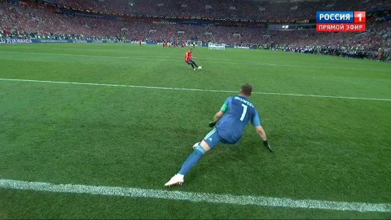Так Игорь Акинфеев отразил решающий удар в серии после матча России с Испанией.