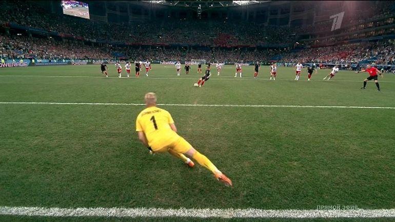 Так Каспер Шмайхель отразил пенальти в серии после матча Дании с Хорватией.