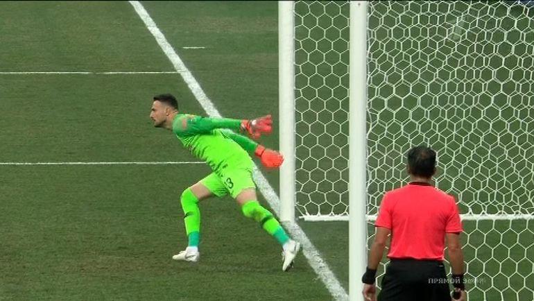 Так Даниэль Субашич отразил один из трех пенальти в серии после матча Хорватии с Данией.