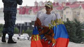 Вчера. Сочи. Юный болельщик ждет приезда сборной России.