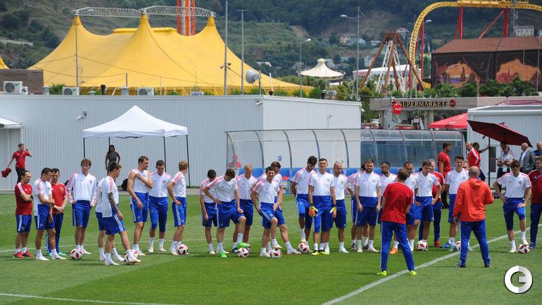 Сегодня. Сочи. Тренировка сборной России неподалеку от парка развлечений.
