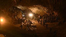 СNN: Дети слишком истощены, чтобы самостоятельно выбраться из пещеры в Таиланде