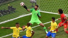 6 июля. Казань. Бразилия - Бельгия - 1:2. ФЕРНАНДИНЬЮ отправляет мяч в свои ворота.