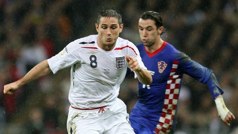 21 ноября 2007 года. Англия - Хорватия - 2:3. Дарио СРНА (справа) против Френка ЛЭМПАРДА. Фото AFP