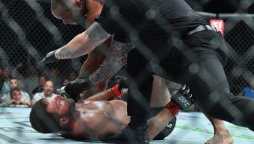 Не день хорвата в UFC. Миочич завершил бой c Кормье на спине