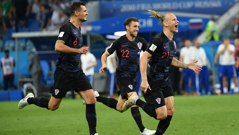 """Суббота. Сочи. Россия - Хорватия - 2:2, пенальти - 3:4. Домагой ВИДА (справа) празднует победу. Фото Александр ФЕДОРОВ, """"СЭ"""""""